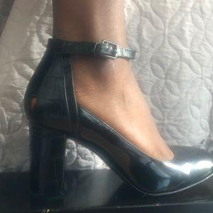 Clark's 8.5 Mary Jane Snake Heel